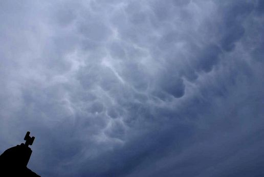 Mammatus cloud backlighted